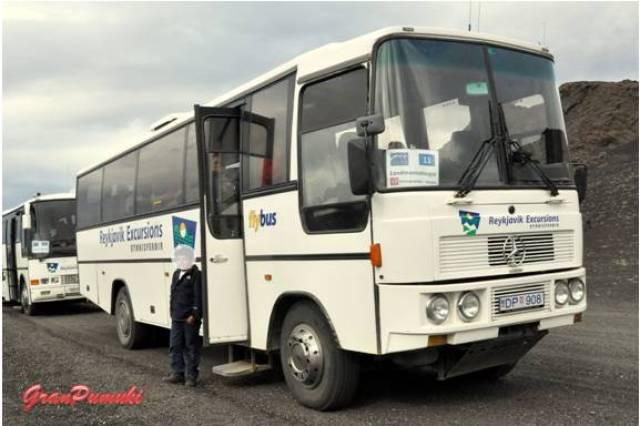 Desde Hella hasta Landmannalaugar hay un recorrido de 2 horas y media en autobús y unos 100km
