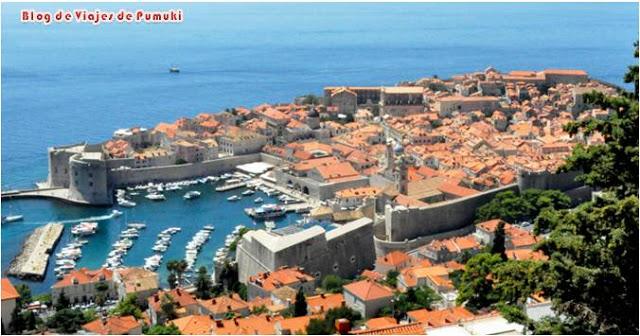 Dubrovnik es uno de los centros turísticos más importantes del Adriático. Para muchos es una de las ciudades mas bonitas de Europa, conocida como Perla del Adriático