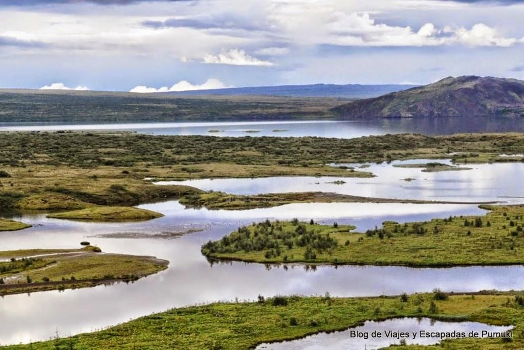 Fallas inundadas en Thingvellir, Islandia