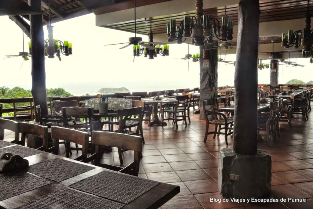 Barra de bar de el Avión de Manuel Antonio
