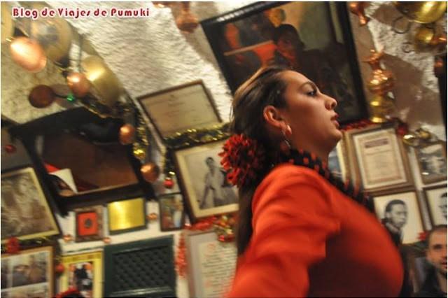 Baile flamenco en las zambras del Sacromonte en Granada