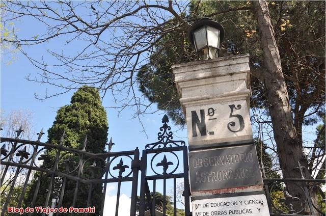 Entrada del Observatorio Astronómico de Madrid, en el Parque del Retiro