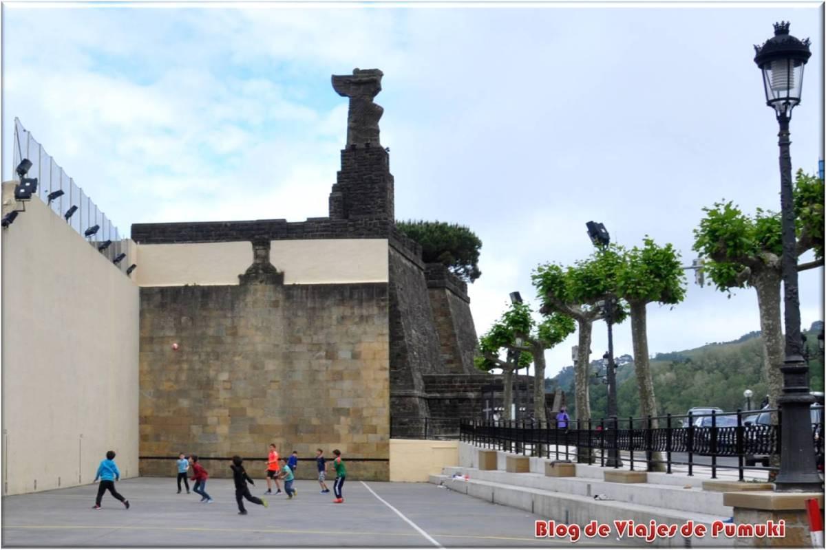 Monumento a Juan Sebastian Elcano en Guetaria