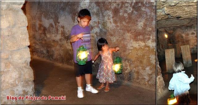 Niños en el laberinto del Castillo de Buda. Una visita lúdica y misteriosa en Budapest