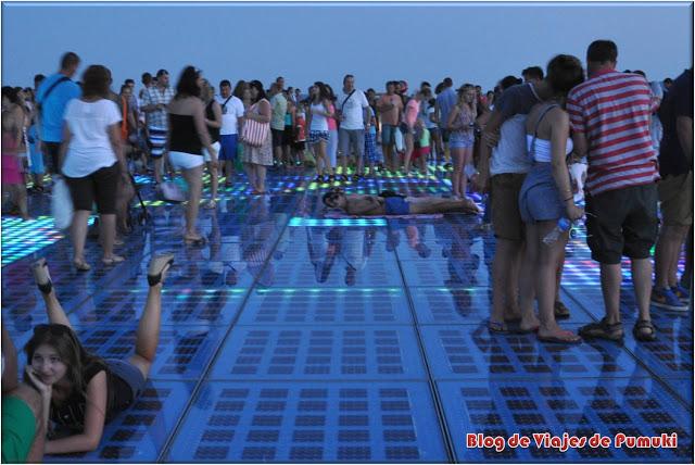 Luces al atardecer en el Saludo al Sol, Zadar
