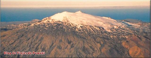 En la península de Snaefellsnes se encuentra el volcán Snæfellsjökull que inspiró a Julio Verne para escribir Viaje al Centro de la Tierra.