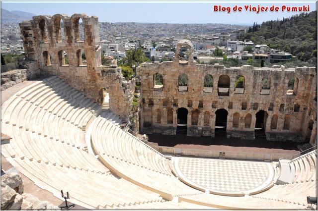 El Odeón de Herodes Ático es un de los primeros monumentos que encontramos al entrar en el recinto de la Acrópolis de Atnas