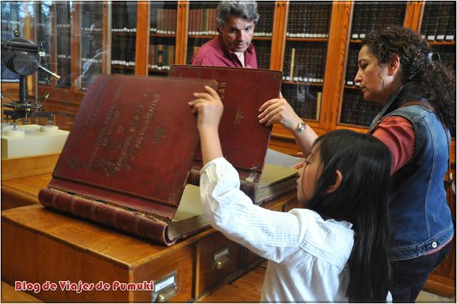Libros antiguos en la biblioteca del Observatorio de Madrid