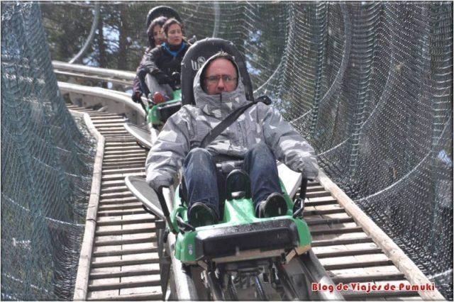 Dos trineos del tobotronc en una situación de peligro en el tobotronc, Naturlandia, Andorra