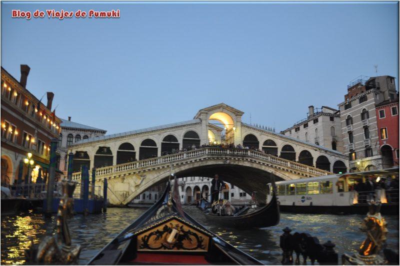 El Puente de Rialto visto desde la góndola