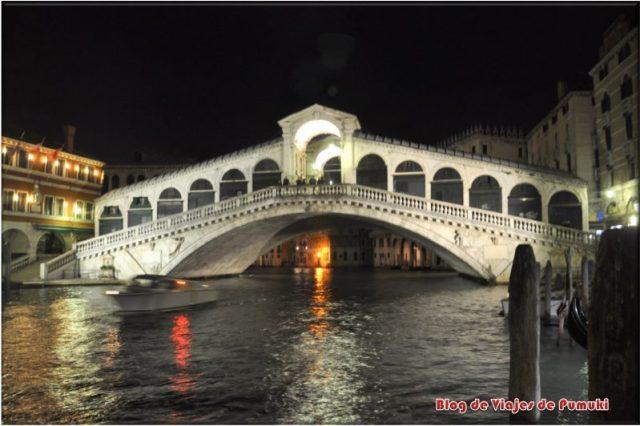 Puente de Rialto de noche