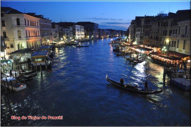 El Gran Canal de Noche visto desde el Puente Rialto