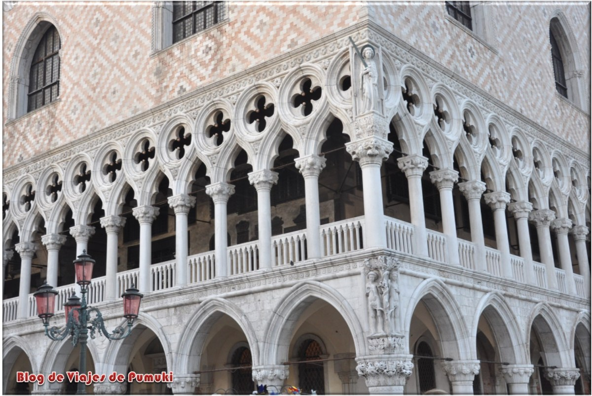 Detalle de las arcadas del Palacio Ducal de Venecia