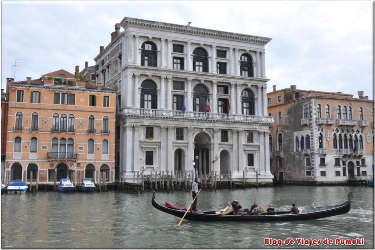 Góndola en el Gran Canal de Veneca