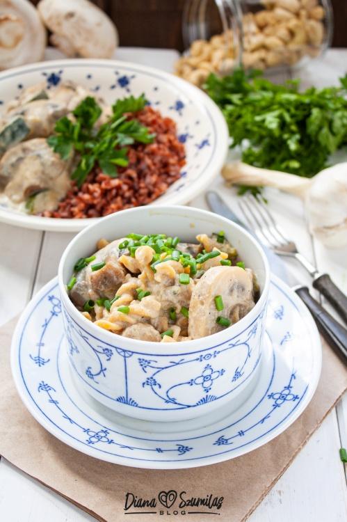 Roślinny sos pieczarkowo-śmietankowy