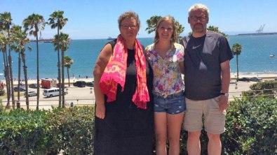 Lily og Lars besøger deres tidligere studerende, Maddy. Long Beach, Californien