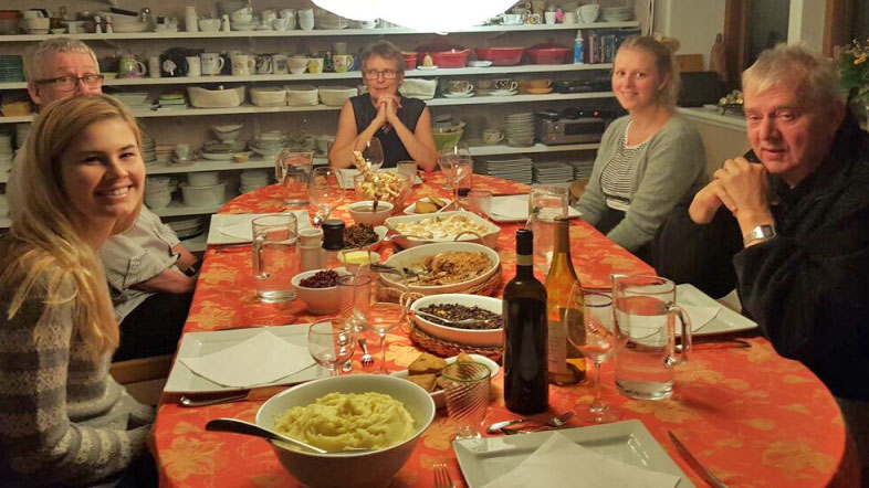 20151126_Homemade-Thanksgiving-dinner_Celebrating-with-Emily-and-our-neighbours