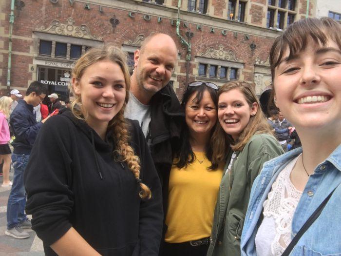 sam på tur rundt i københavn med sin værtsfamilie