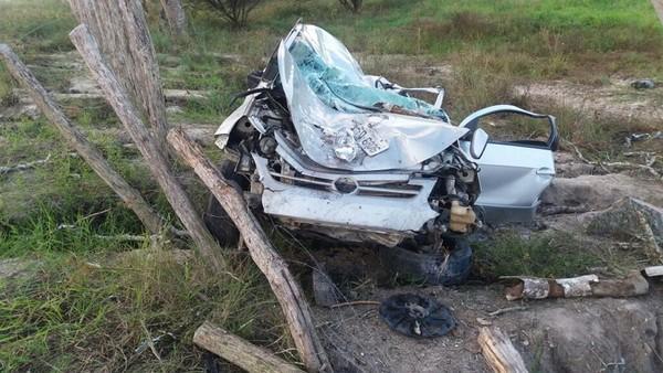 Garanhuns — Homem perde controle de veículo e colide em árvore