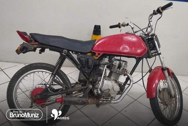 Jovem é detido com motocicleta adulterada em São Domingos