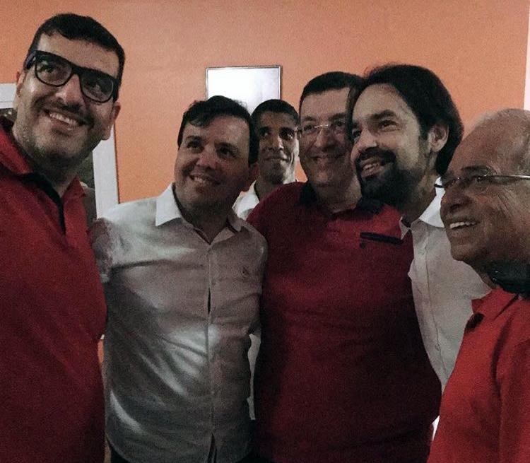 """""""Vivemos tempos em que não há mais espaço para supostas interpretações"""", afirma Luciano sobre imagem ao lado de Diogo Moraes"""