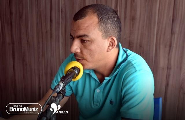 Santa Cruz do Capibaribe – Vereador Capilé diz ter sido barrado em emissora de rádio por vereador