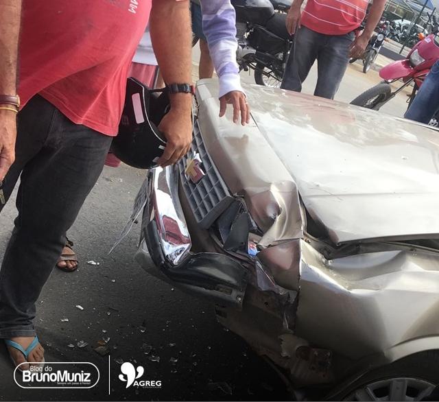 Motociclista em alta velocidade colide em veículo na PE-160