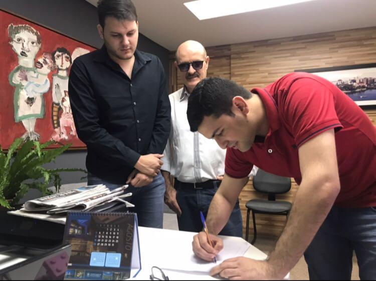 Com a oficialização de chapinha, Tallys Maia registra candidatura para Deputado Estadual