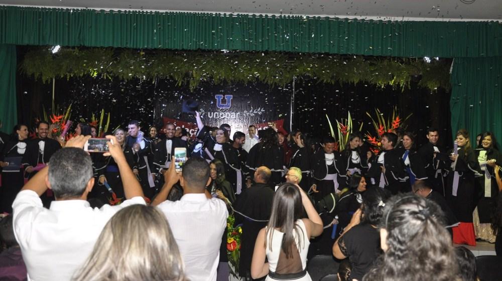 Unopar Santa Cruz realiza cerimônias de Colação de Grau e Entrega de Diplomas para seus formandos 2018.1