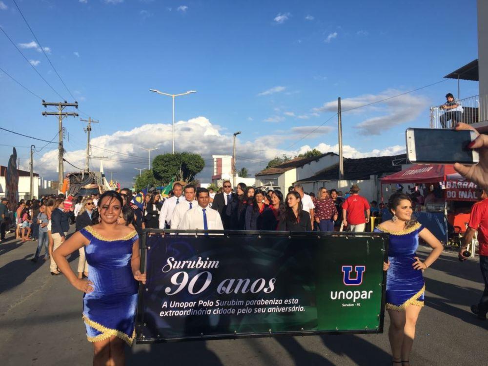 Unopar Polo Surubim marca presença em desfile comemorativo aos 90 anos de emancipação da cidade