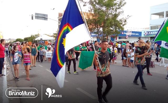 Desfiles cívicos marcam o 07 de Setembro em Santa Cruz do Capibaribe
