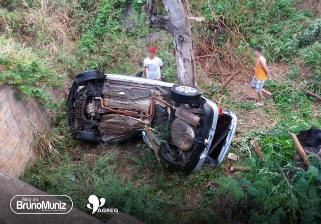 Vertentes: Homem morre após cair de ponte com veículo