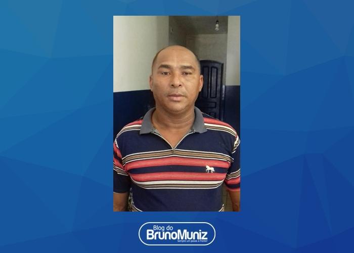 Policiais dão cumprimento a um mandado de prisão no Agreste de Pernambuco