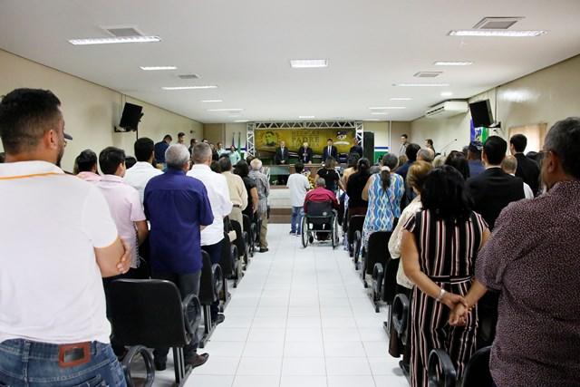 Com plenário lotado, Câmara de Vereadores realizou mais uma entrega da Medalha Padre Zuzinha