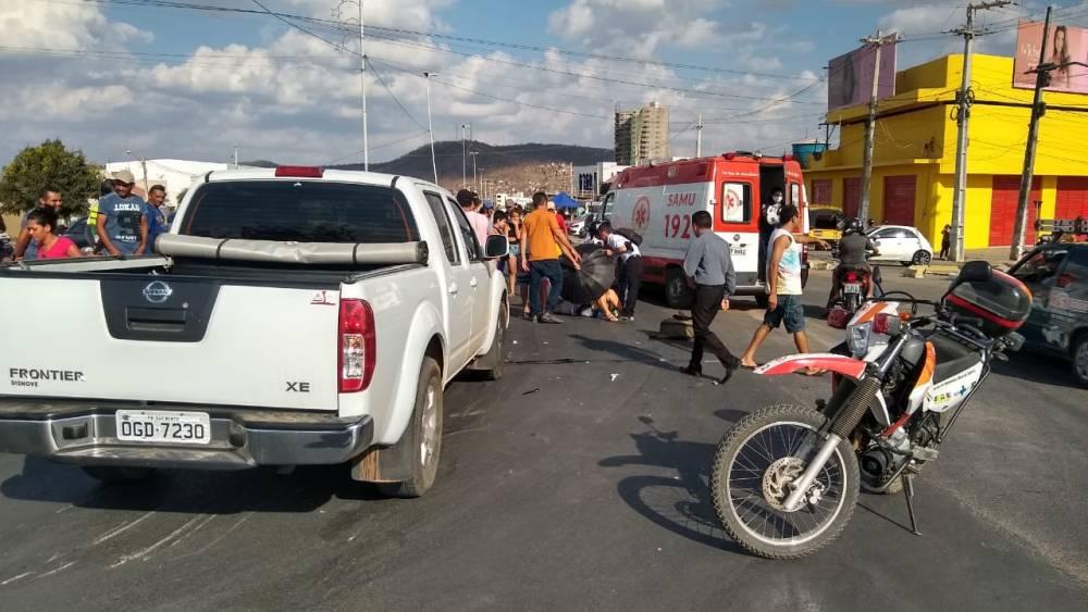 Colisão é registrada em Santa Cruz e populares alegam que o semáforo foi o principal causador
