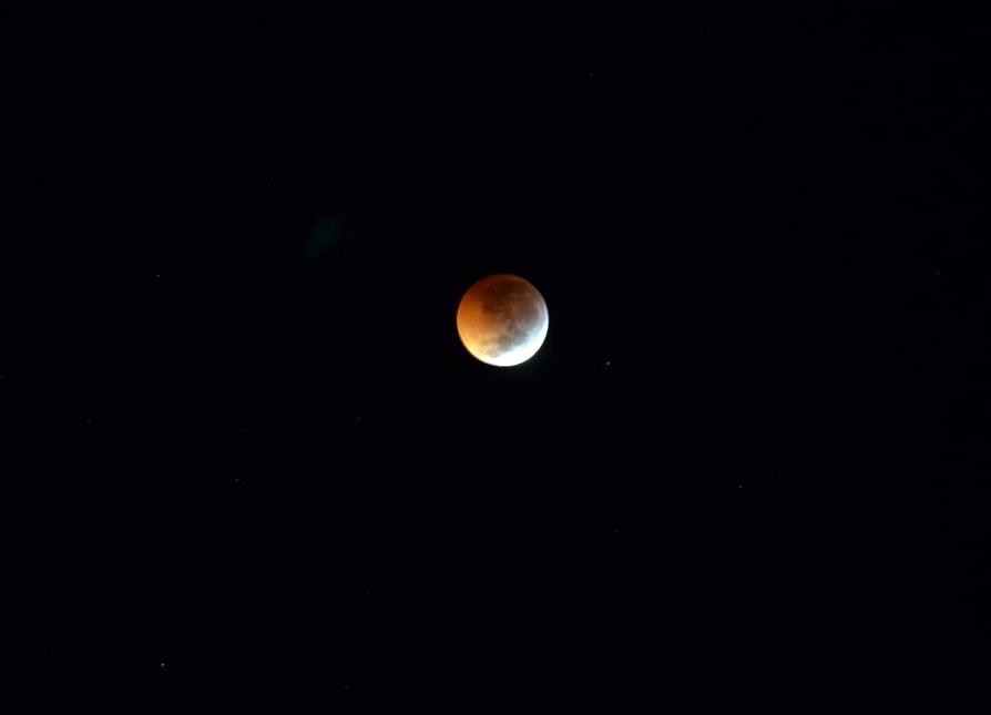 """Fotógrafo santa-cruzense faz registros da famosa """"Lua de Sangue"""""""