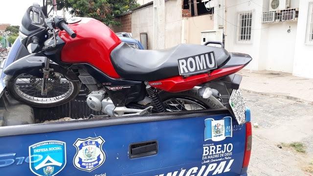 Motocicleta roubada é recuperada na zona rural de Brejo da Madre de Deus