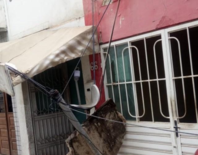 Vento forte derruba parte de estrutura de residência em Santa Cruz do Capibaribe