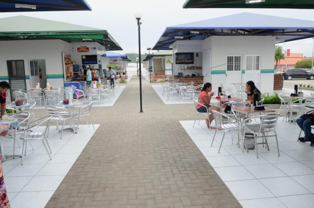 Prefeitura de Santa Cruz do Capibaribe e comerciantes renovam estrutura da Praça de Alimentação