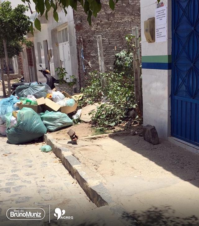 Em Santa Cruz do Capibaribe, ausência da coleta de lixo e falta de respostas preocupam