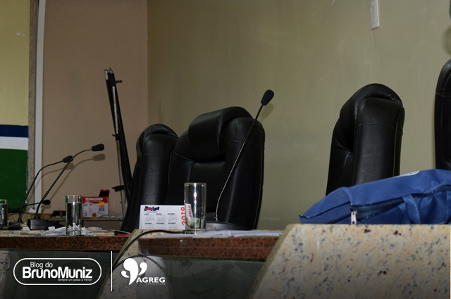 Ala oposicionista critica ausência de situacionistas em plenário durante discursos
