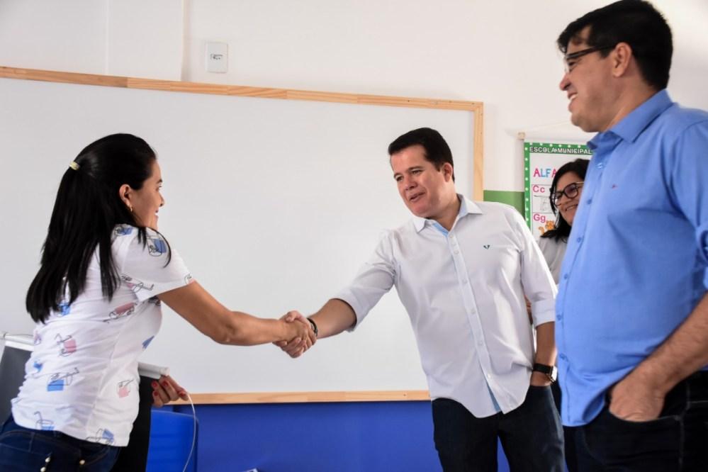 Edson Vieira visita escolas na abertura do ano letivo em Santa Cruz do Capibaribe