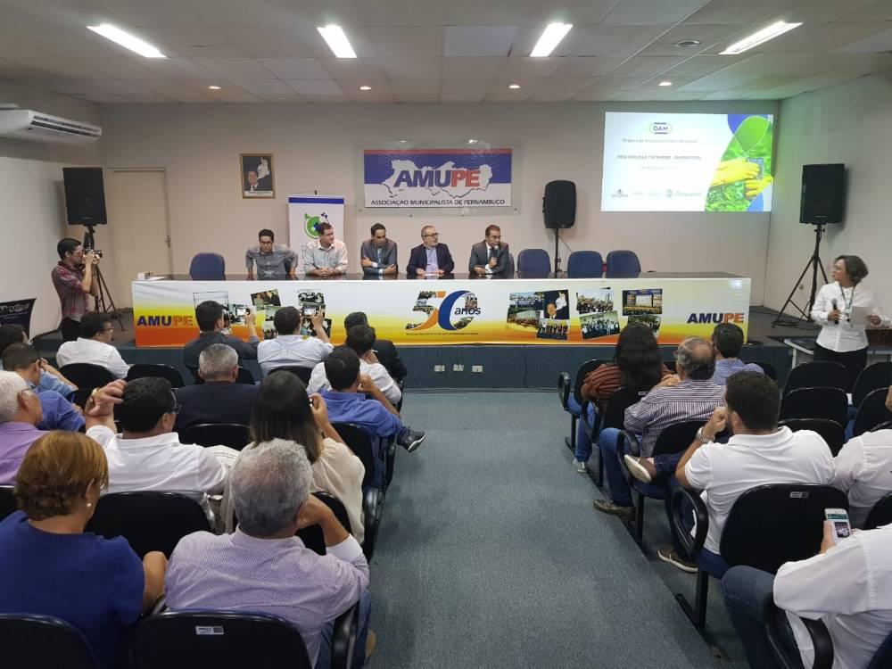 Compesa apresenta Planos Regionais de Saneamento em evento na AMUPE