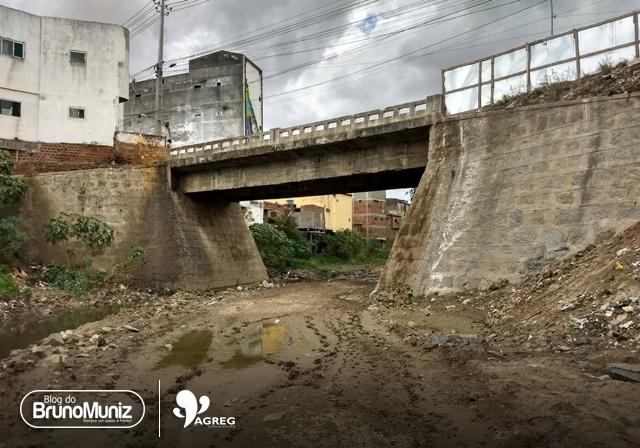 Ponte em Santa Cruz do Capibaribe está em estado precário