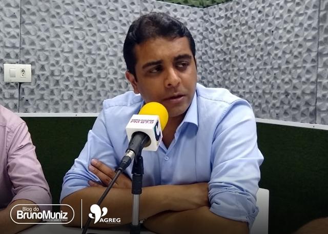 Deputado federal Fernando Rodolfo acompanha velório do radialista Claudemir Nunes