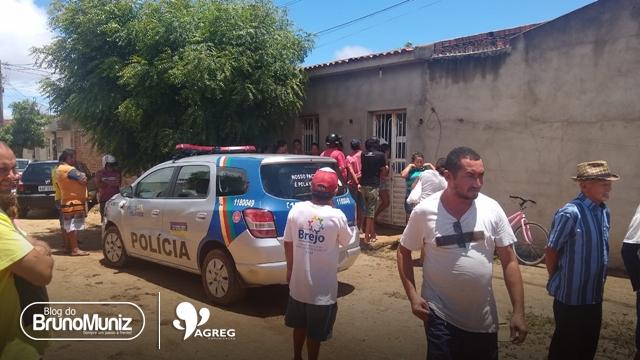 Homem é encontrado morto no interior de residência em São Domingos