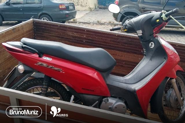 Adolescente é detido após roubar motocicleta em São Domingos