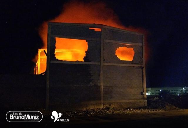 Incêndio atinge galpão em Santa Cruz do Capibaribe