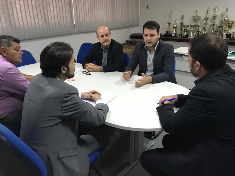 Augusto Maia e Diogo Moraes buscam convênio entre Câmara e IITB para emissão de documentos de identidade