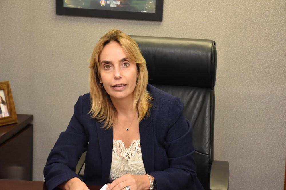 Deputada Alessandra Vieira apresenta projeto de lei que disponibiliza cartilha institucional contra o bullying nas escolas do Estado